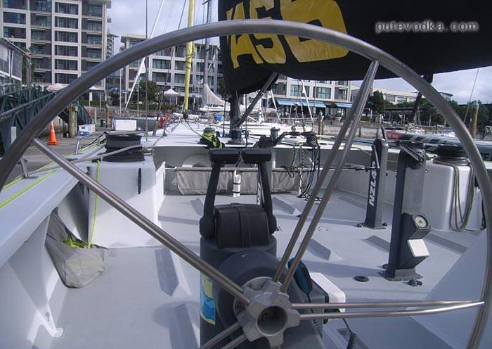 Новая Зеландия. Окленд. Яхта-гончак.
