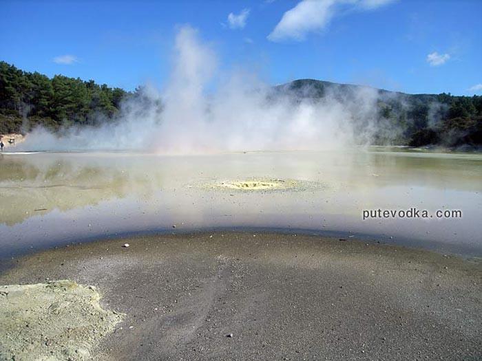 Новая Зеландия. Ротаруа. Вулканическое озеро.