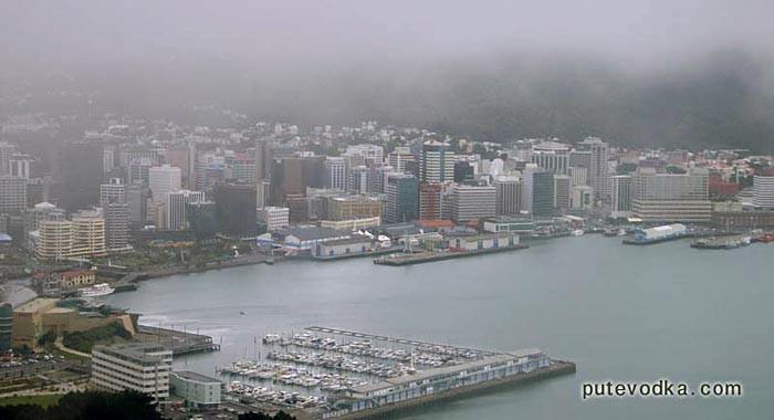 Новая Зеландия. Туманный Понеке (Веллингтон). Вид сверху.