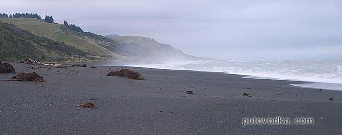 Новая Зеландия. Южный остров. Черные пляжи на востоке острова.