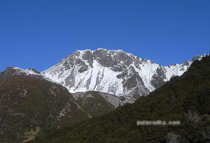 Новая Зеландия. Остров Южный. Гора Севастополь, названная в честь оккупации франко-британскими агрессорами южных территорий России в  1854 году.
