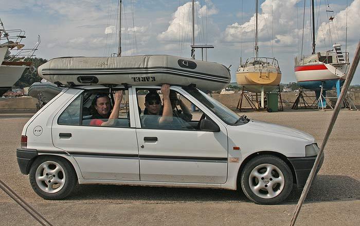 Перевозим тузик из зимнего хранилища на яхту