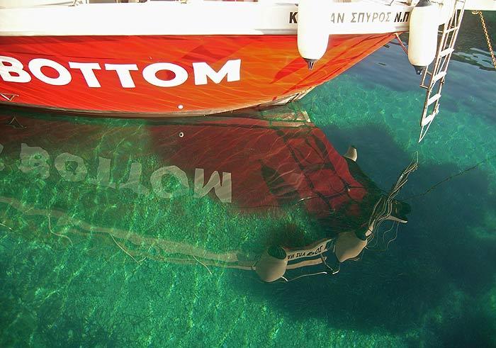 Закинтос. Деревушка Св.Николай (Zakinthos, Agio Nicolaos). Вот такая прозрачная вода— не искупаться невозможно.