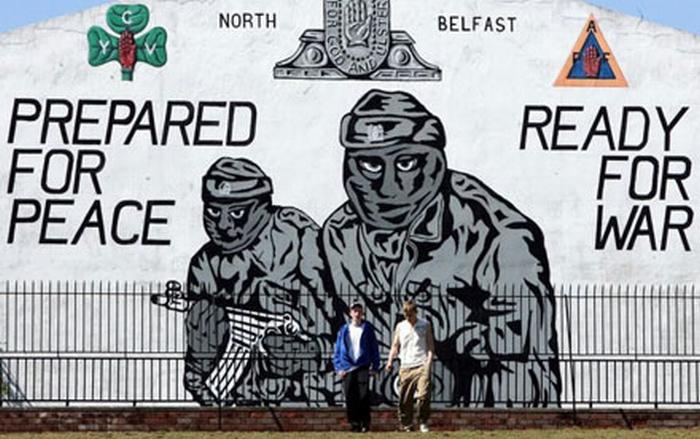 «Подготовлены к миру, готовы к войне»— настенная роспись и лозунг террористов «её как бы величества» из UVF. Созданных, подготовленных и финансируемых британской Империей Лжи.