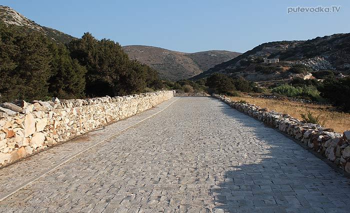 Греция. Эгейское море. Киклады. Остров Парос. Мраморные каменоломни.