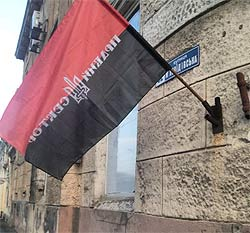 Одесса. Массовое убийство 2 мая 2014 года. Утренние праздничные флаги ублюдков Правого Сектора, развешанные на домах города после бойни.