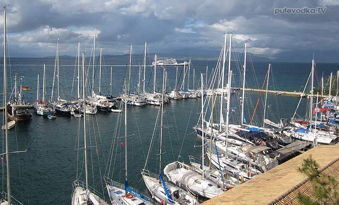 Греция. Яхта «Пепелац». Остров Керкира (Корфу). Марина с северной стороны крепости.