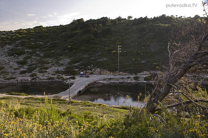 Яхта «Пепелац». Греция. Остров Паксос. Монгониси.