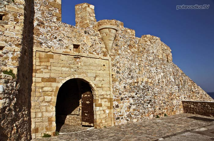 Греция. Пелопоннес. Монемвасия. Ворота средневекового города.