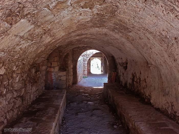 Греция. Пелопоннес. Монемвасия. Дорога из нижнего в верхний город.
