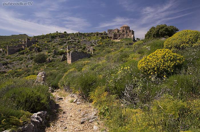 Греция. Пелопоннес. Монемвасия. Верхний город. Тропа к храму Софии.