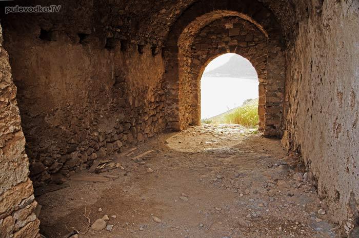 Греция. Пелопоннес. Монемвасия. Верхняя дорога из нижнего города.