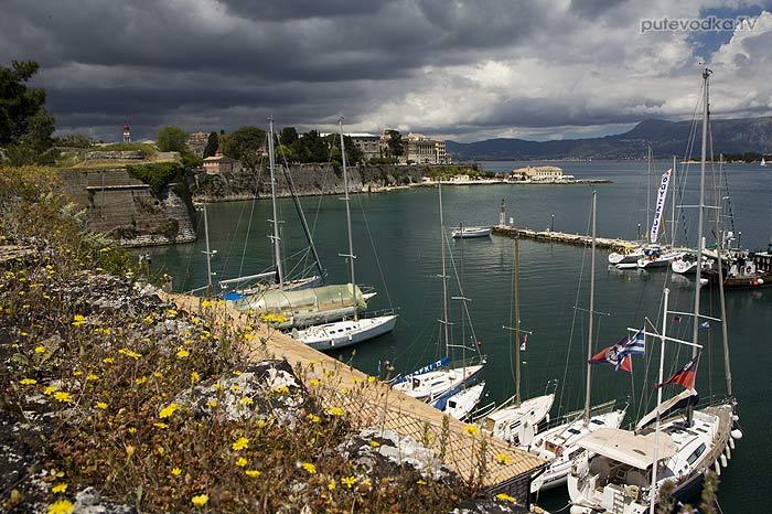Греция. Яхта «Пепелац». Остров Керкира (Корфу). Марина на северной стороне крепости.